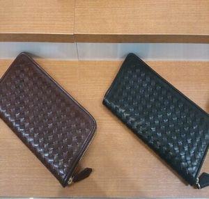 革財布と織り込みの組み合わせがオシャレな新商品!